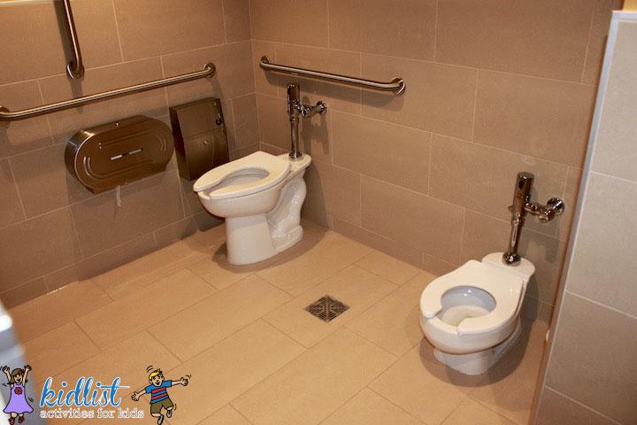 amc-oakbrook-12-family-bathroom