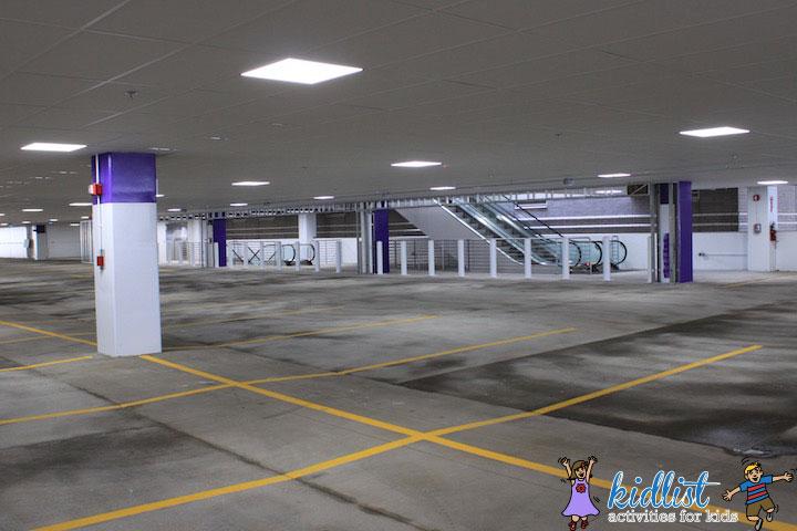 amc-oakbrook-12-parking