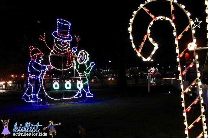 naperville-christkindlmarket-lights