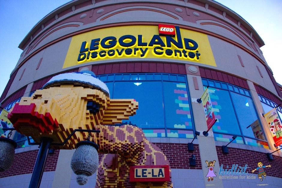 Giraffe made of LEGOs outside LEGOLAND in Schaumburg